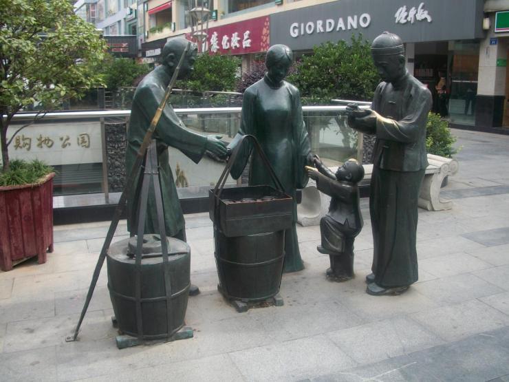 Des statues dans la rue