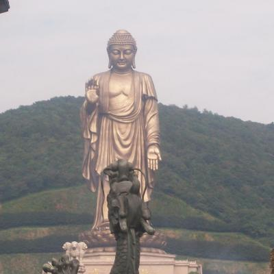 Immense Statue de boudha , temple de Fangong