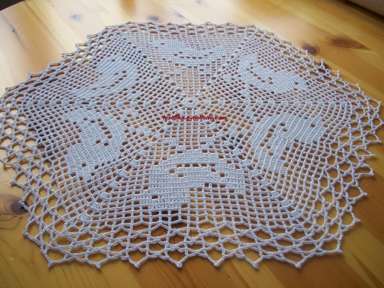 Napperon modeles gratuits crochet d art - Napperon crochet chemin de table ...