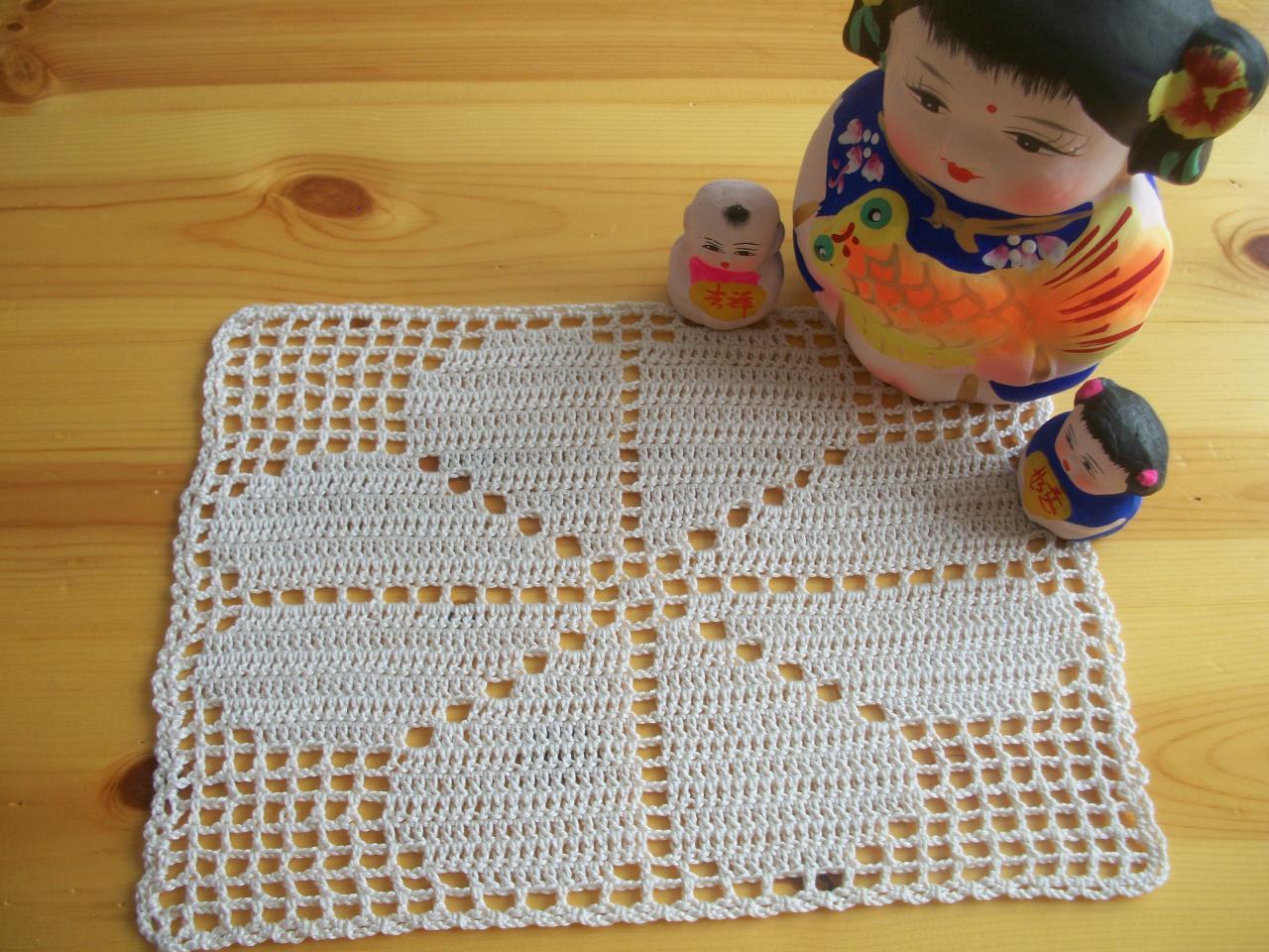 Site Crochet : crochet triskel site de crochet clE de sol napperon
